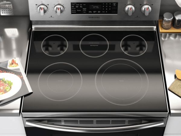 06_Range_Electric_NE59M4320SS_Lifestyle_Design_Top-View-Cooktop_Silver