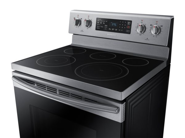 11_Range_Electric_NE59M4320SS_Dynamic_Side_Angle_Cooktop_Silver
